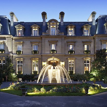 Estate, Building, Mansion, Property, Landmark, Architecture, Château, Stately home, House, Manor house,