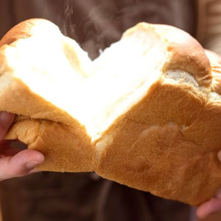 Food, Dish, Cuisine, Hand, Bread, Baked goods, Ingredient, Popover, Finger, Junk food,