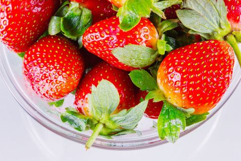 Strawberry, Natural foods, Strawberries, Food, Fruit, Plant, Frutti di bosco, Accessory fruit, Superfood, Berry,