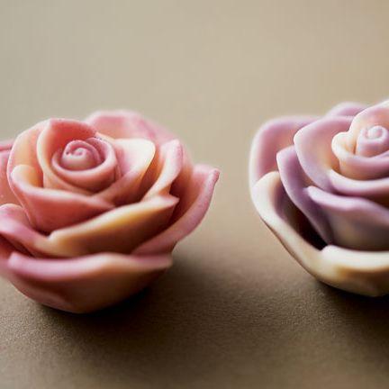 Pink, Icing, Garden roses, Sweetness, Rose, Fondant, Flower, Cupcake, Sugar paste, Food,