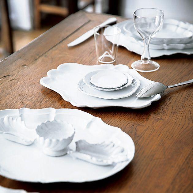 Dishware, Plate, Table, Tablecloth, Porcelain, Tableware, Saucer, Placemat, Textile, Linens,