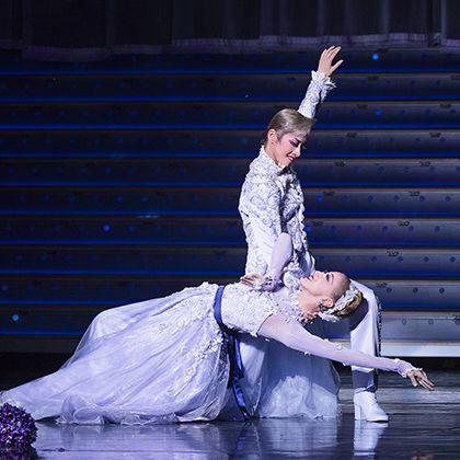 Entertainment, Dancer, Performing arts, Performance, Performance art, Dance, Choreography, Stage, Event, Concert dance,