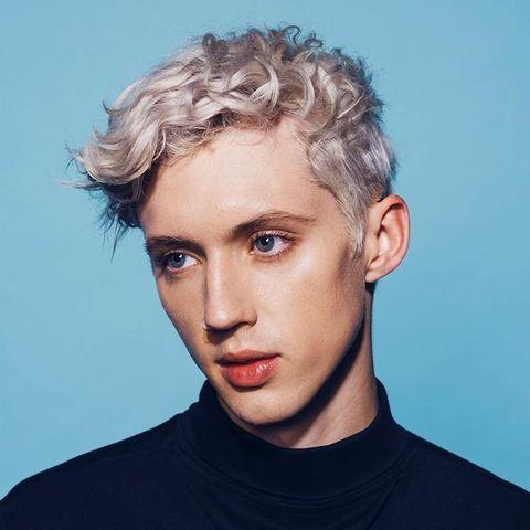 Hair, Face, Hairstyle, Eyebrow, Chin, Blond, Forehead, Head, Beauty, Cool,