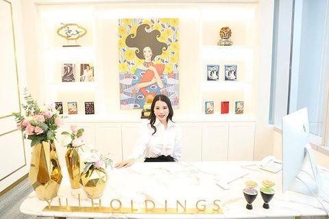 Product, Room, Yellow, Wallpaper, Wall, Design, Interior design, Furniture, Textile, Plant,