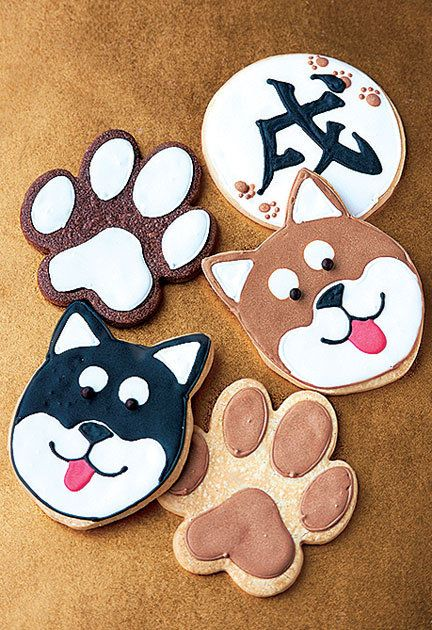 Cartoon, Snack, Paw, Food, Cookies and crackers, Cookie, Finger food, Sweetness, Cat, Fawn,