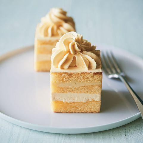 Food, Dish, Cuisine, Dessert, Buttercream, Ingredient, Baked goods, Vanilla, Cheesecake, Meringue,