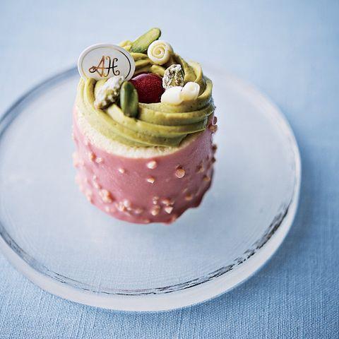 Food, Dish, Dessert, Cuisine, Cake, Frozen dessert, Sweetness, Buttercream, Torte, Pink,