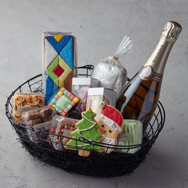 Gift basket, Present, Basket, Hamper, Mishloach manot, Champagne, Bucket, Ritual, Home accessories, Wine,