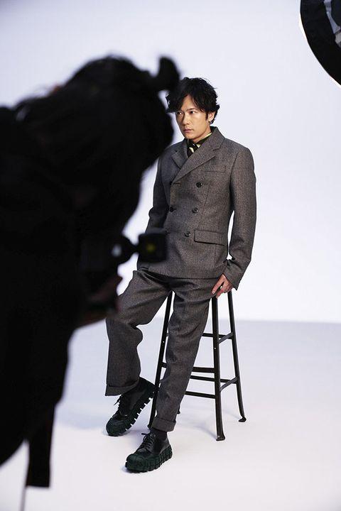 Standing, Style, Fashion, Black hair, Blazer, Knee, Fashion model, Suit trousers, Shadow, Fashion design,