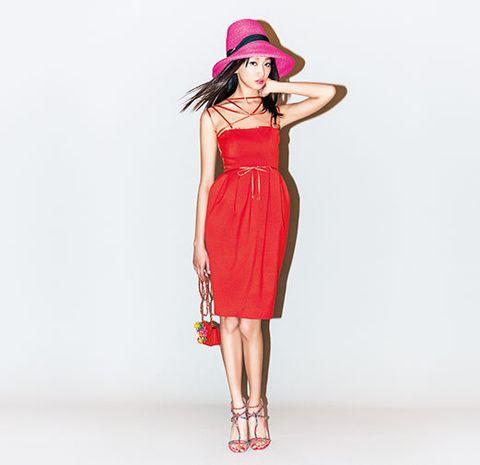 Shoulder, Dress, Human leg, Joint, Red, One-piece garment, Standing, Waist, Hat, Day dress,