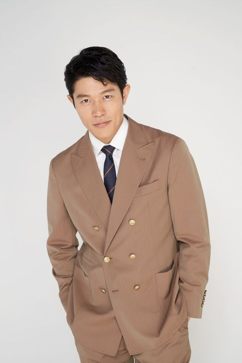 Suit, Clothing, Outerwear, Formal wear, Blazer, Standing, Beige, Jacket, Tuxedo, White-collar worker,