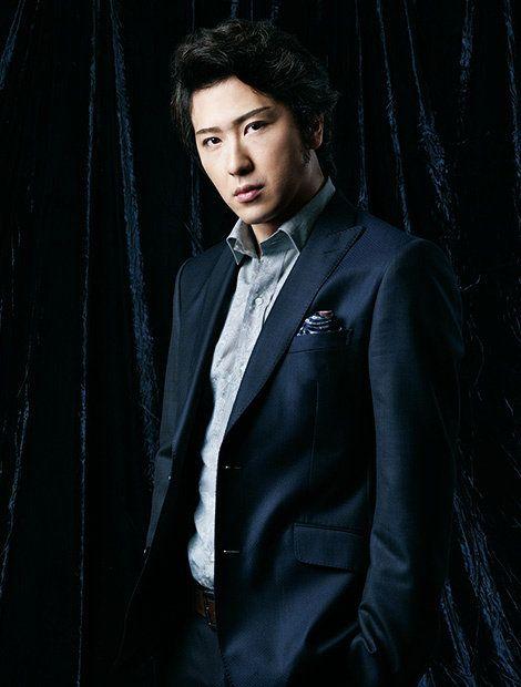 Collar, Dress shirt, Coat, Textile, Outerwear, Style, Formal wear, Jacket, Blazer, Black hair,