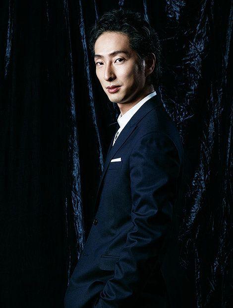 Collar, Dress shirt, Formal wear, Blazer, Black hair, Button, Flash photography, Portrait photography, Curtain, Portrait,