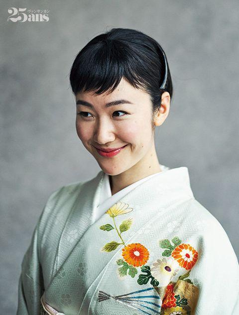 Hair, Hairstyle, Kimono, Beauty, Forehead, Shimada, Smile, Costume, Black hair, Bangs,