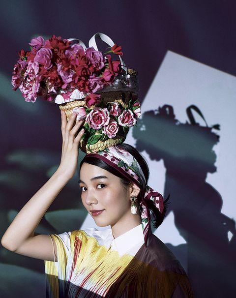 Beauty, Headpiece, Fashion, Flower, Headgear, Fashion accessory, Plant, Floral design, Photo shoot, Performance,
