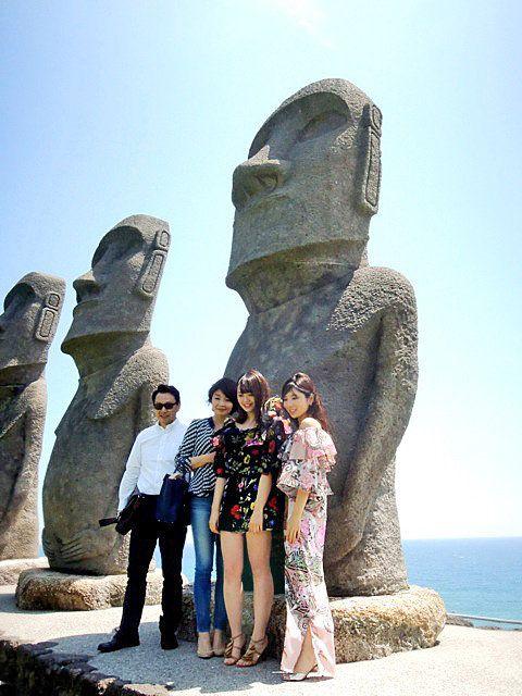 Sculpture, Photograph, Statue, Stone carving, Rock, Monument, Tourism, Vacation, Historic site, Art,