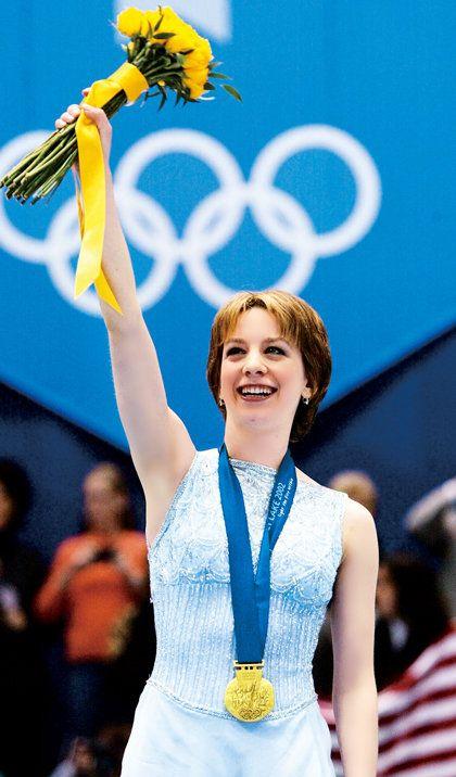 Yellow, Fashion, Majorette (dancer), Championship, Cheerleading, Cheering, Performance, World, Competition event, Award,