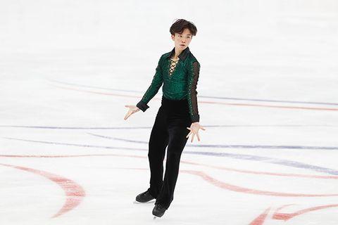 Ice skating, Skating, Figure skating, Recreation, Individual sports, Ice dancing, Figure skate, Winter sport, Leg, Suit,