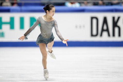 Figure skate, Sports, Ice skating, Skating, Figure skating, Jumping, Recreation, Axel jump, Ice rink, Ice skate,