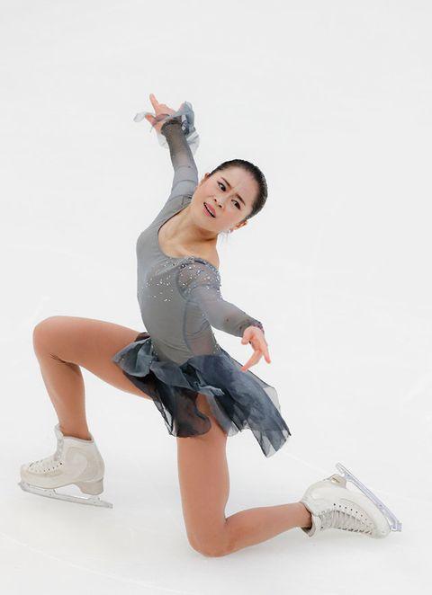 White, Leg, Beauty, Human leg, Joint, Footwear, Human body, Thigh, Dancer, Muscle,