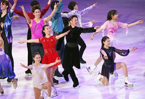 Dancer, Ice skating, Skating, Ice dancing, Sports, Performance, Figure skate, Recreation, Dance, Performing arts,