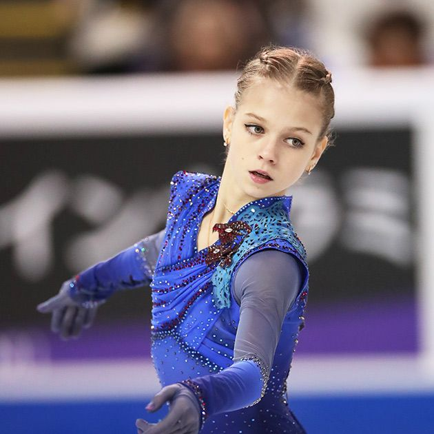 Ice skating, Figure skating, Figure skate, Skating, Recreation, Leotard, Electric blue, Ice dancing, Sports, Axel jump,