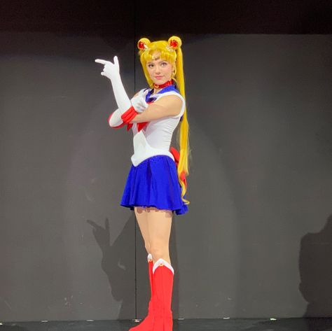 Clothing, Costume, Cosplay, Fashion, Animation, Fan convention, Event, Performance, Human leg, Fictional character,