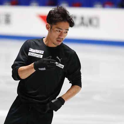 Ice skating, Recreation, Sports, Skating, Winter sport, Figure skating, Player, Ice skate, Sports equipment, Ice rink,