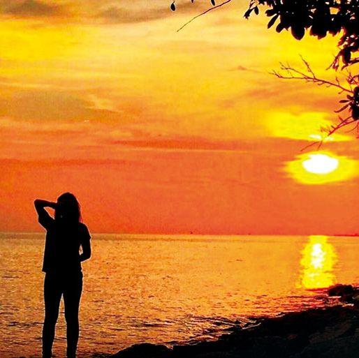 People in nature, Sky, Sunset, Horizon, Sunrise, Sun, Evening, Sea, Morning, Backlighting,