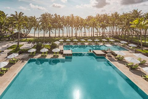 Swimming pool, Resort, Property, Leisure, Vacation, Real estate, Reflecting pool, Building, Resort town, Hotel,