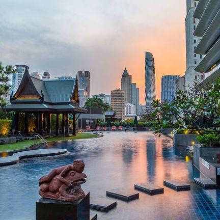 Sky, Metropolitan area, Architecture, City, Building, Human settlement, Urban area, Town, Waterway, Skyscraper,