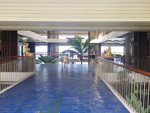 Building, Lobby, Architecture, Floor, Real estate, Walkway, Flooring, Shopping mall, Home, House,
