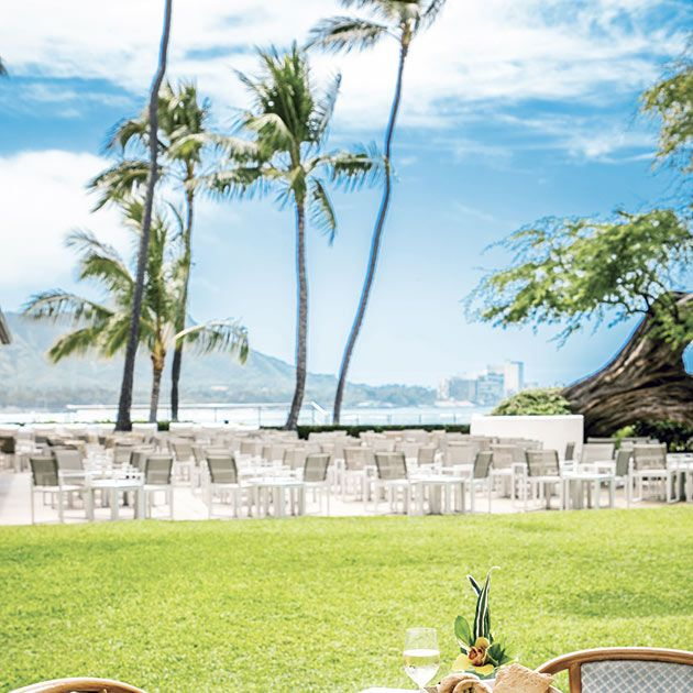 Table, Property, Restaurant, Resort, Furniture, Room, Vacation, Meal, Real estate, Backyard,
