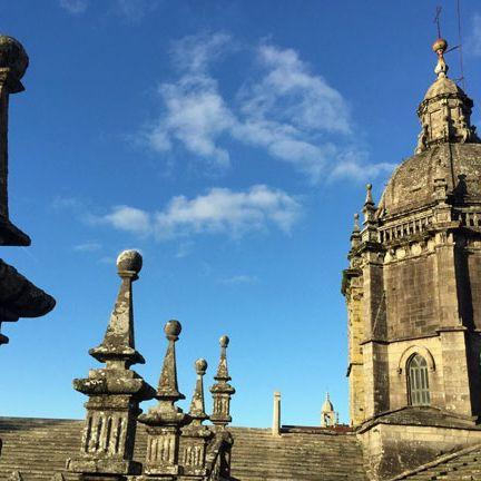 Landmark, Historic site, Spire, Architecture, Sky, Medieval architecture, Building, Finial, Tourist attraction, Tourism,