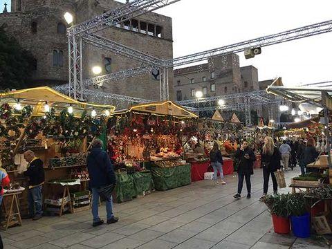 Marketplace, Market, Bazaar, Public space, City, Stall, Human settlement, Town, Building, Flea market,