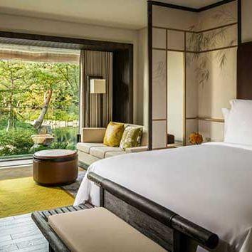 Bedroom, Furniture, Room, Property, Interior design, Bed, Suite, Building, Bed frame, Ceiling,