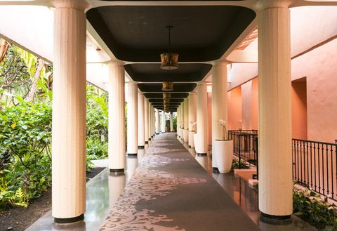 Ceiling, Column, Concrete, Tints and shades, Shade, Symmetry, Walkway, Beam, Arcade,