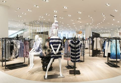Boutique, Interior design, Outlet store, Building, Fashion, Retail, Shopping mall, Design, Ceiling, Room,
