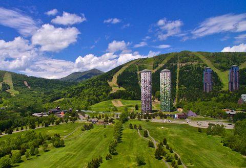 Nature, Natural landscape, Mountainous landforms, Highland, Mountain, Hill, Green, Mountain range, Sky, Landmark,