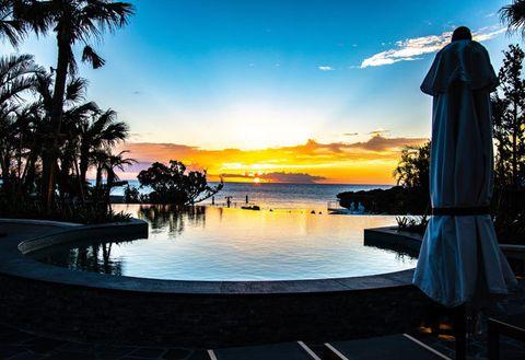 Sky, Sunset, Resort, Vacation, Evening, Morning, Tree, Horizon, Sunrise, Swimming pool,