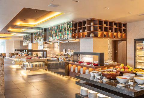 Building, Interior design, Room, Brunch, Lobby, Restaurant, Ceiling, Bakery, Cafeteria, Furniture,