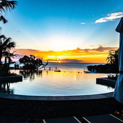 Sky, Sunset, Resort, Swimming pool, Vacation, Horizon, Evening, Tree, Morning, Sunrise,
