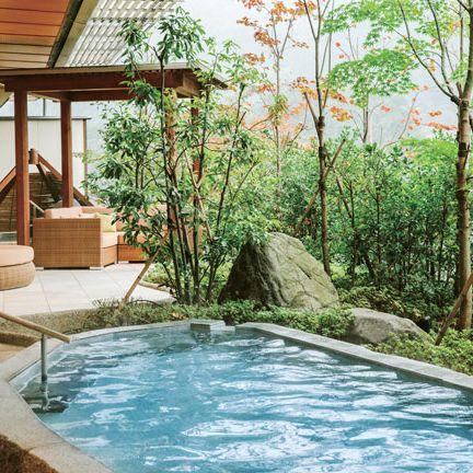 Swimming pool, Property, Backyard, Real estate, House, Resort, Home, Leisure, Building, Yard,