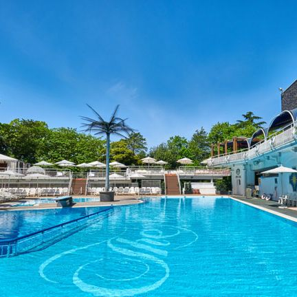 Swimming pool, Property, Resort, Leisure, Building, Real estate, Leisure centre, Vacation, Hotel, Sky,