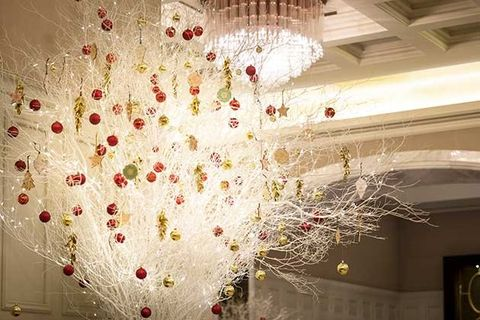 Ceiling, Chandelier, White, Light fixture, Decoration, Lighting, Interior design, Wall, Ceiling fixture, Lighting accessory,