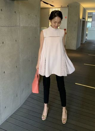 Clothing, White, Shoulder, Pink, Joint, Snapshot, Fashion, Leggings, Leg, Neck,