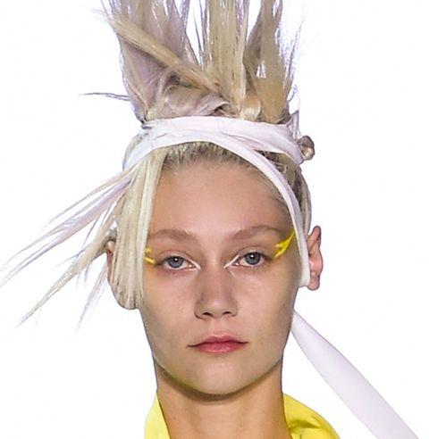 Hair, Face, Hairstyle, Headpiece, Eyebrow, Blond, Head, Forehead, Beauty, Fashion,