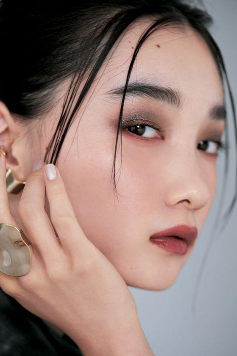 Ear, Finger, Lip, Cheek, Hairstyle, Skin, Chin, Forehead, Eyelash, Eyebrow,