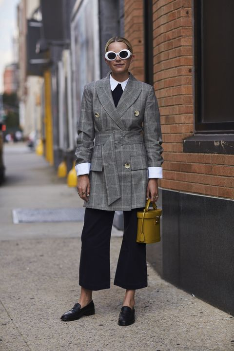 Clothing, Street fashion, Fashion, Coat, Suit, Overcoat, Snapshot, Outerwear, Plaid, Trench coat,