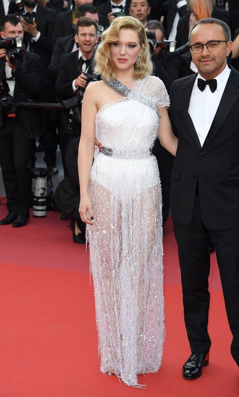 Red carpet, Dress, Carpet, Clothing, Gown, Premiere, Flooring, Hairstyle, Fashion, Event,